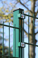 fence post with double rod gratings with plastic rail clips